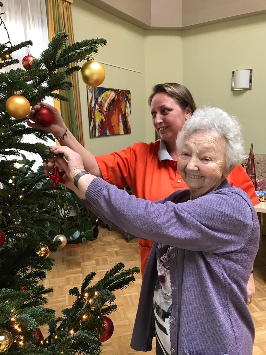 Wer Schmückt Den Weihnachtsbaum.Senecura Rust Schmückt Den Weihnachtsbaum Senecura